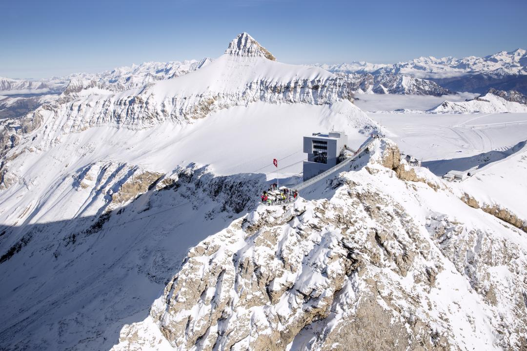 This unique route is the ideal way to truly experience everything the Swiss Alps have to offer by visiting real mountain villages. The Leysin–Les Mosses, Les Diablerets and Villars-Gryon resorts, playgrounds for sports enthusiasts of all levels, have all the authenticity and family appeal of the Vaudois Alps.