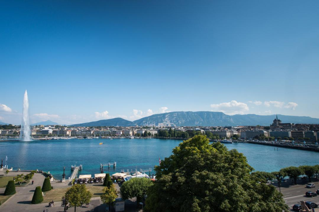 From charming rural landscapes to the bohemian ambiance of Carouge – Geneva's answer to Greenwich Village – while taking in the shores of Lake Geneva and its famous Jet d'Eau: the settings may change but the experience does not! Enjoy an amazing variety of different surroundings!