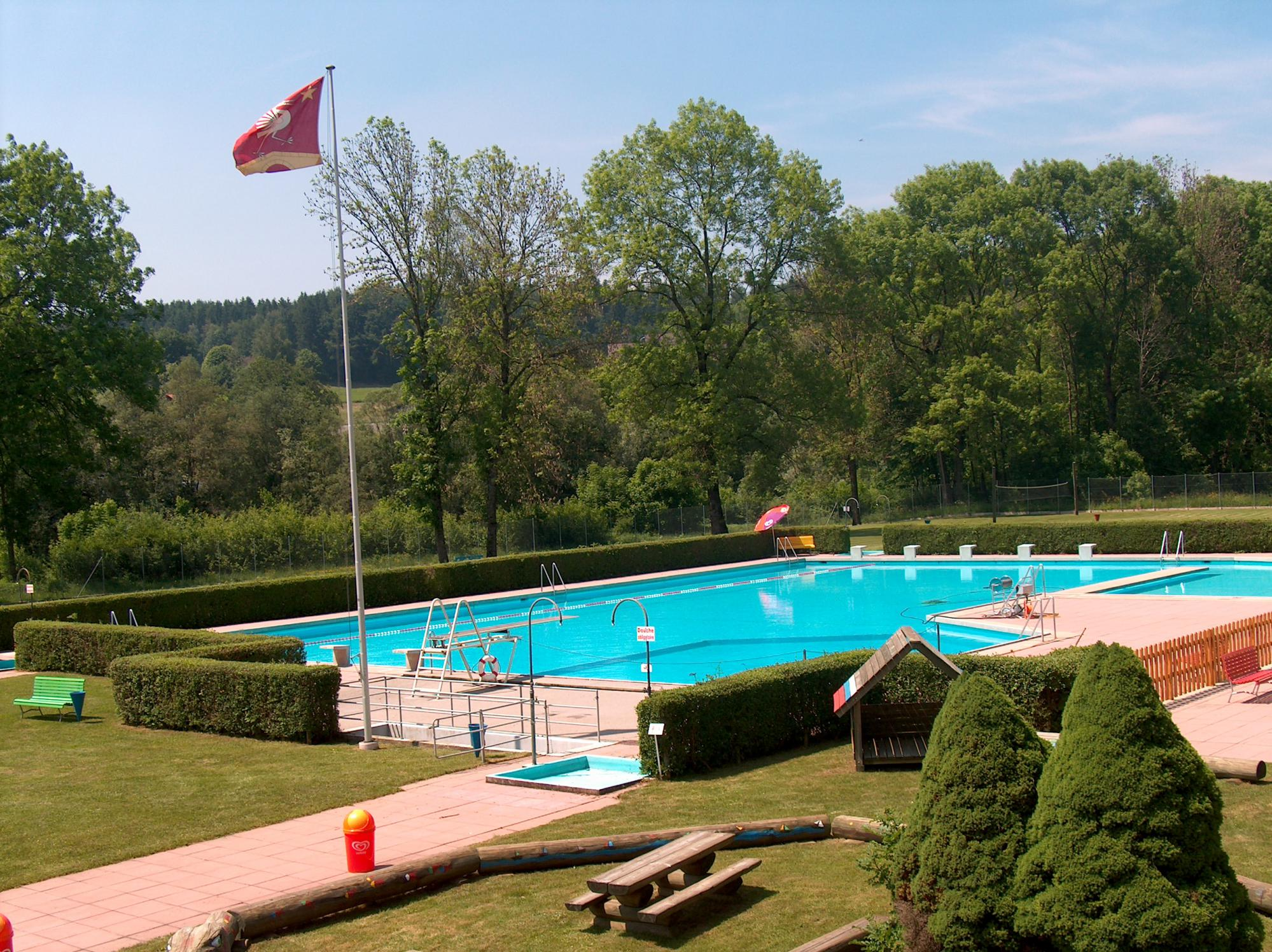 Piscine communale de broc fribourg r gion for Piscine fribourg