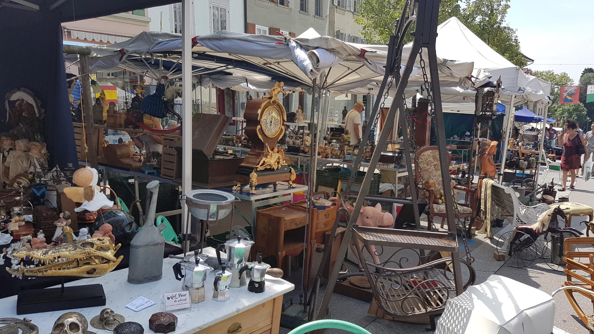 brocante avenches tourisme suisse. Black Bedroom Furniture Sets. Home Design Ideas
