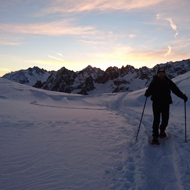 Snowshoeing by fullmoon in St-Cergue