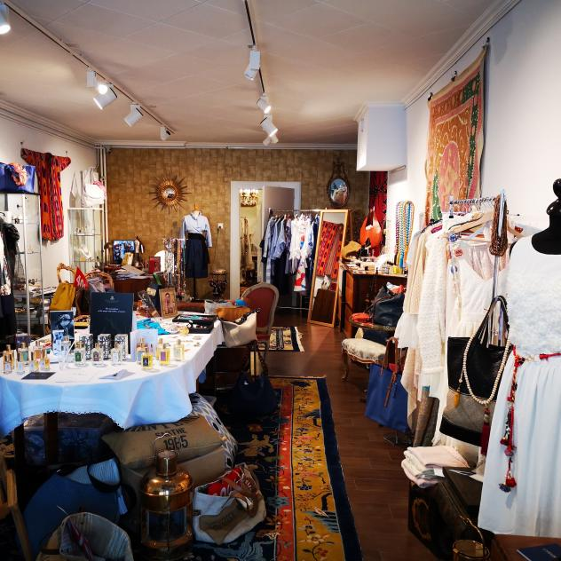 "Art Gallery and boutique ""L'Heure Bleue"" - Rolle"