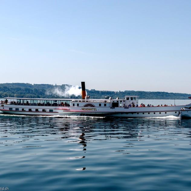 Cruise ships on the lake of Neuchâtel (LNM)