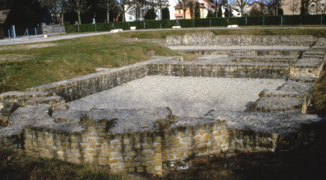 Castrum d 39 yverdon les bains yverdon les bains region for Location yverdon les bains suisse