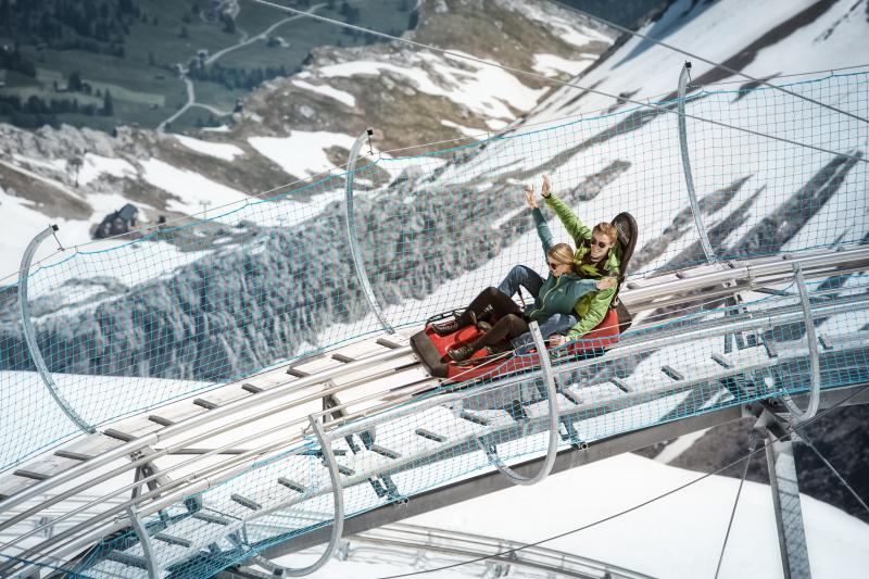 What can you do at Glacier 3000 in the summer?