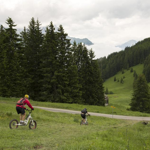 Mountain bike and off-road scooter by the Villars Ski School