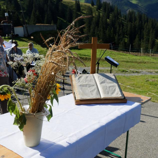 Summer mass at Col de la Croix