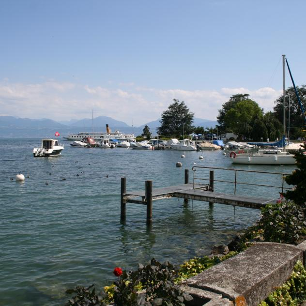 Stroll along the lake between Morges and Lausanne