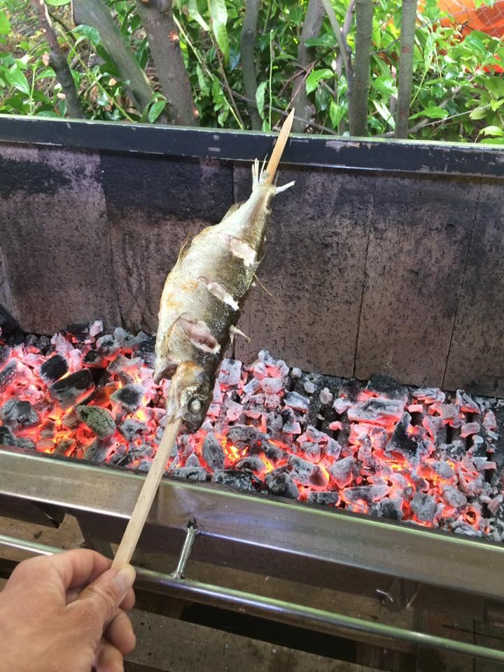 Whole toasting grilled with wood fire