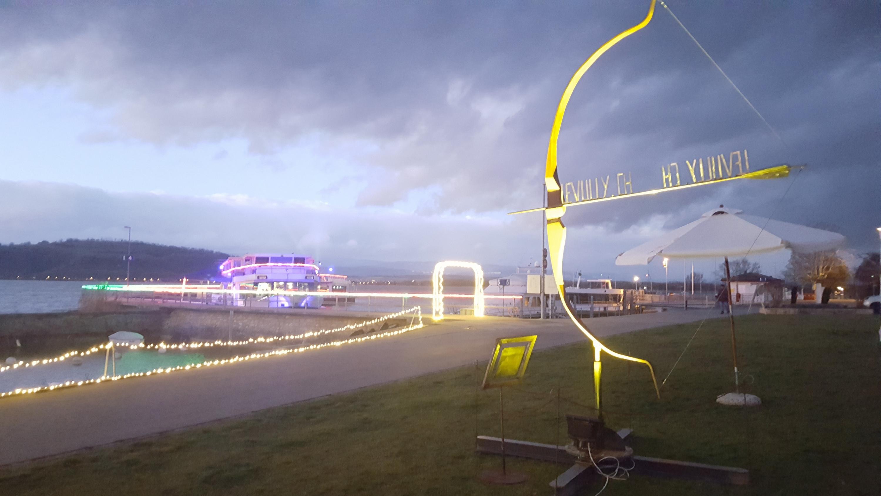 Gas Water Licht : Der vully im licht festival